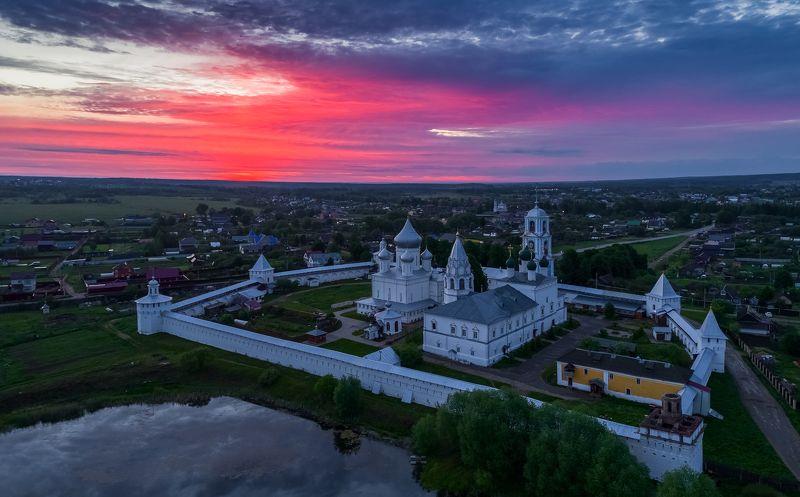 переславль залесский, никитский монастырь Утро Никитской Слободы.photo preview