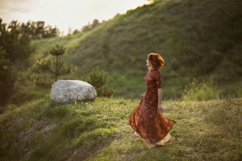 девушка красивая женщина платье трава свет закат солнце рыжий волосы зеленый природа Аннаphoto preview