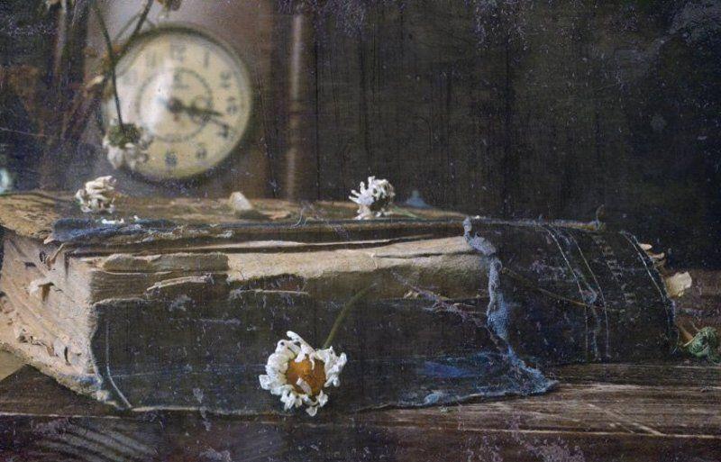 книга, часы Времяphoto preview