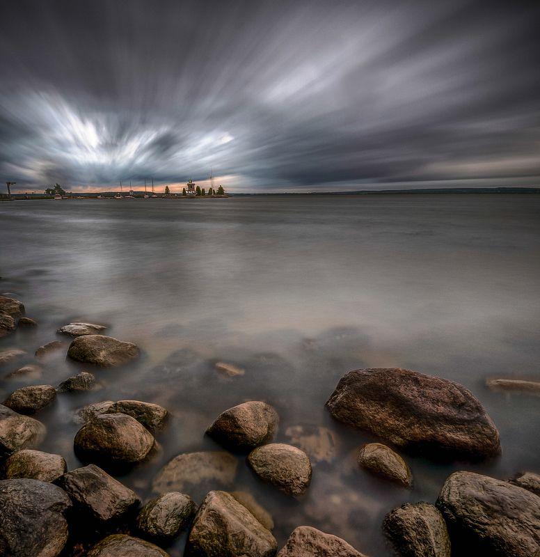 минское море небо тучи берег беларусь заславское вдхр ливень камни буря Хмурый летний вечерphoto preview