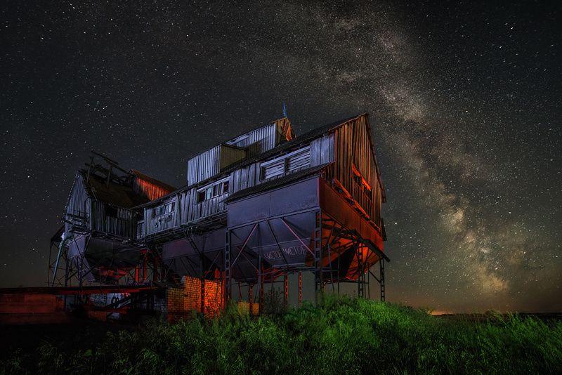 ночь, ночная съемка, звезды, млечный путь, старый, элеватор, разноцветный, цвет, поле, зерно, цветные фильтры, волгоградская область, дом, село, лето photo preview