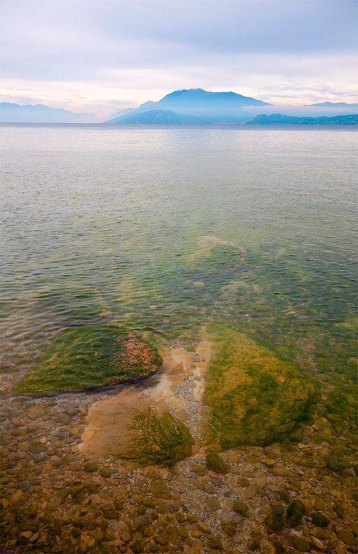 озеро, гарда, италия, сермион, горы, альпы, камни, дымка, туман озеро Гардаphoto preview