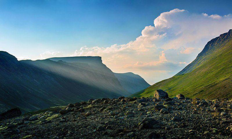 закат, хибины, горы, лето, вечер, небо, облака, кольский, север, заполярье, камни, скалы, вершина, долина, солнце, луч Закат в конце летаphoto preview