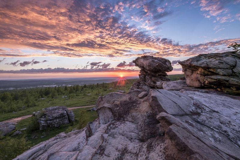 закат, лето, скалы, останцы, небо, облака, панорама Каменные зрителиphoto preview
