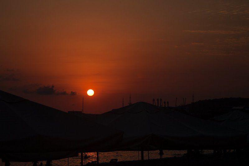 море, пейзаж, закат, солнце, небо, лето, природа, фото, фотография, свет, солнечный свет, силуэт Закатное мореphoto preview