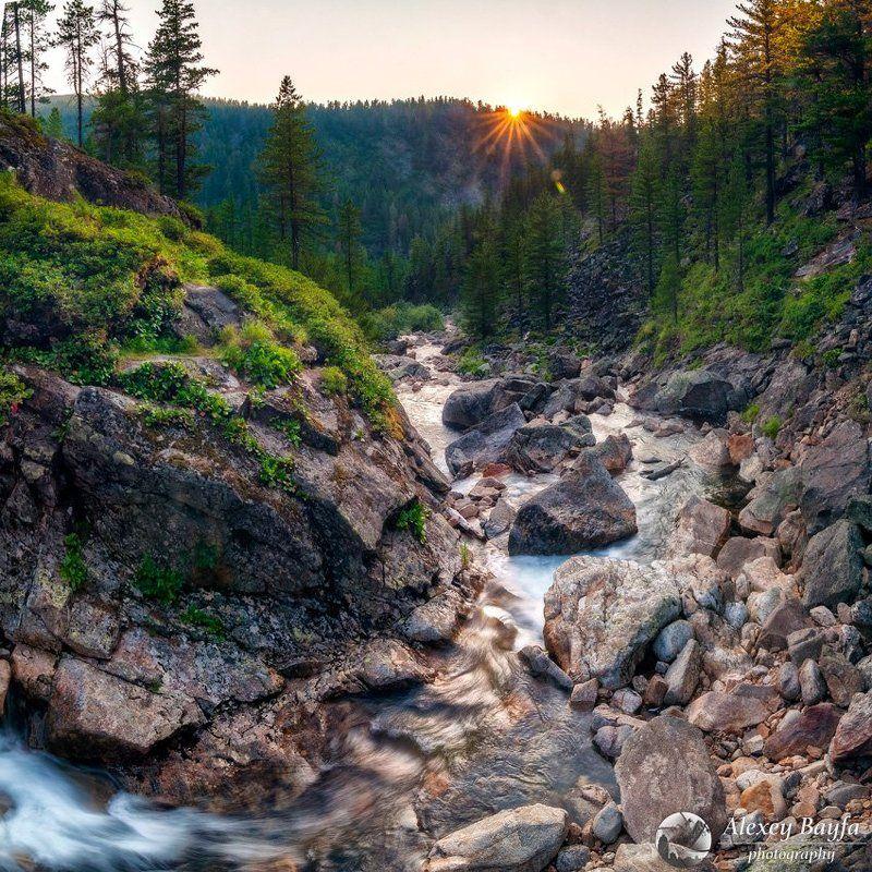 природа, пейзаж, закат, водопад, река, горы, течение Последний луч дняphoto preview