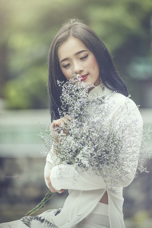 #flowers #girl #portrait #june #beauty #light #fashion ***photo preview