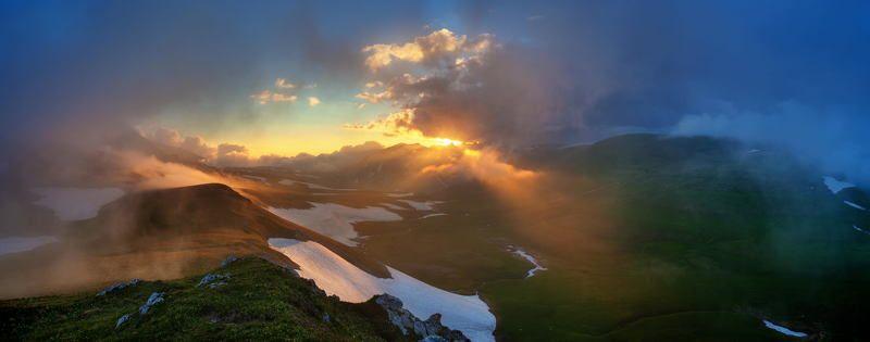 #sky #landscape #fog #sunset #water #nature #travel #sun #evening #panorama #mountain #pano #dawn #panoramic #outdoors #dusk #oshten #lagonaki #qrdl #лагонаки #закат #дымка #лагонаки #панорама #долина oshtenphoto preview