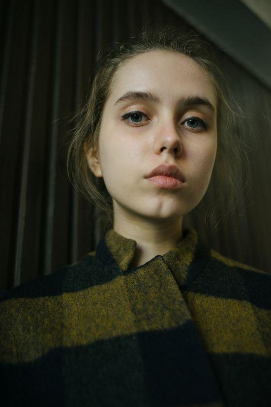 девушка портрет линии композиция взгляд свет объём 35мм цифра  Данаяphoto preview