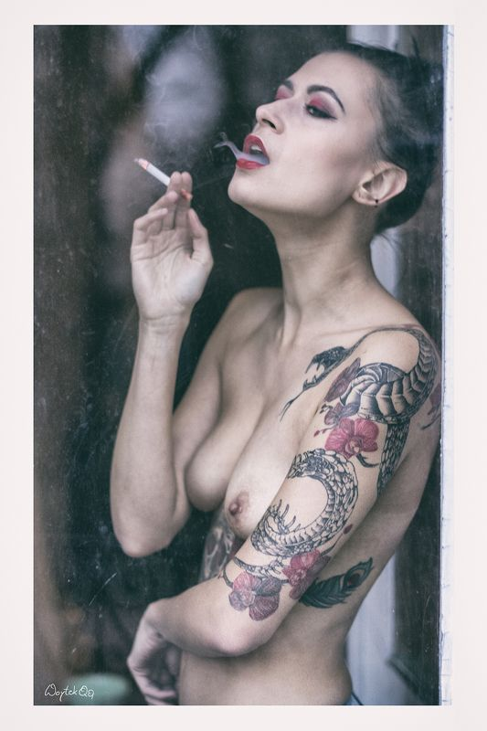 women, nude, tatoo, window, smoke, Karolinaphoto preview