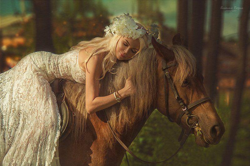девушка, лошадь, белое, лес, коричневая лошадь, белые цветы  девушка и лошадьphoto preview