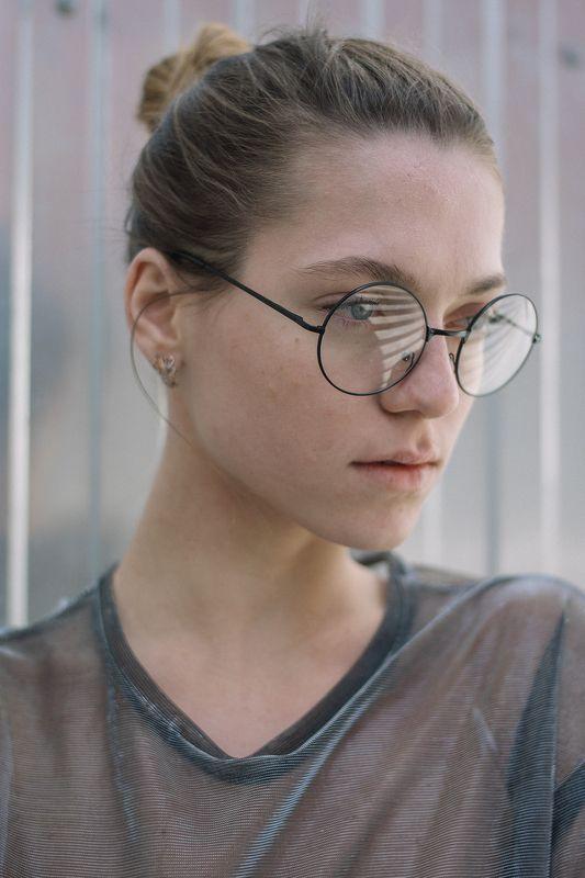 девушка портрет линии композиция взгляд свет объём 35мм цифра  Полинаphoto preview