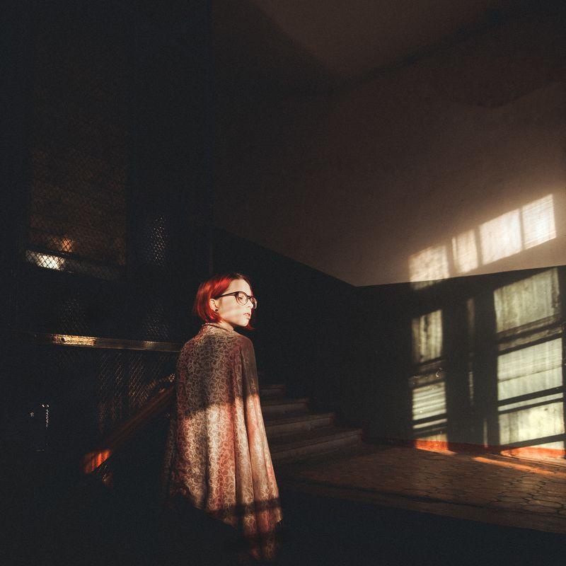 девушка, свет, геометрия, дом, релакс ***photo preview