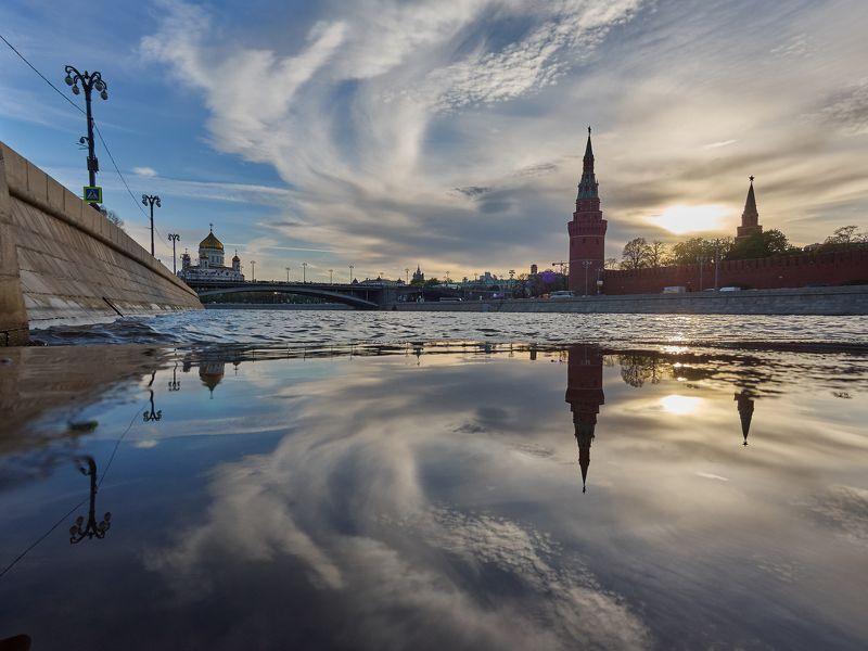 Москва, город, архитектура, закат, река, вода, отражение  Лето богато на лужи :)photo preview