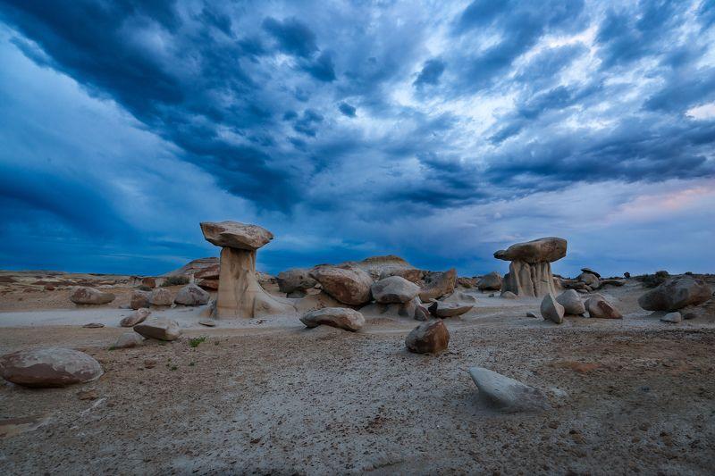 Каменные грибыphoto preview