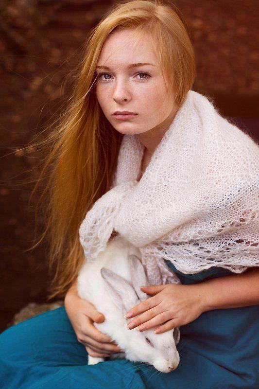 девушка, портрет, животные, кролик портрет с кроликомphoto preview