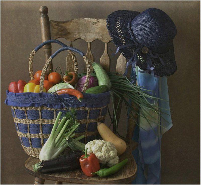 овощи,шляпа,корзинка Хозяйка однажды с базара пришла, хозяйка с базара домой принесла…photo preview