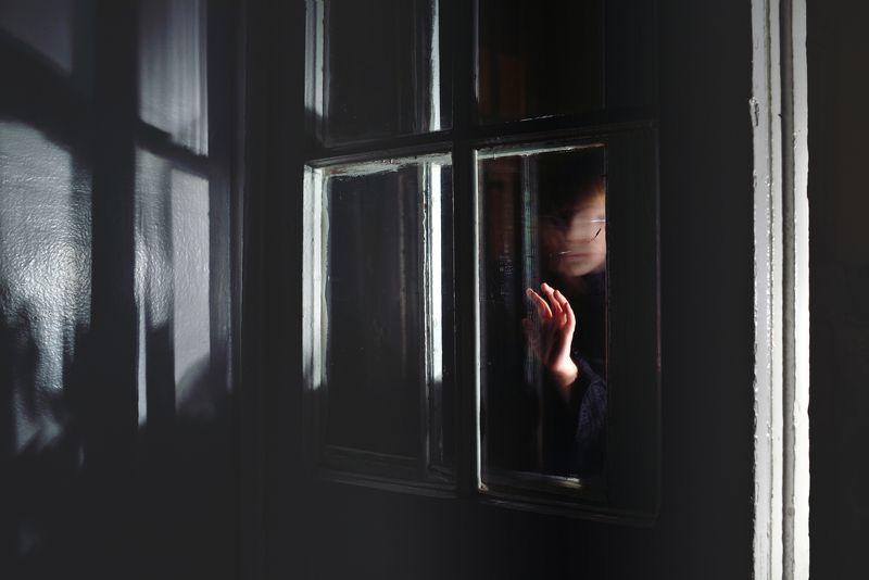portrait; person; human; child; kid; children; childhood; hand; window; darkness; dark; indoors; light; mood; secret; fineart Darkness Touchphoto preview