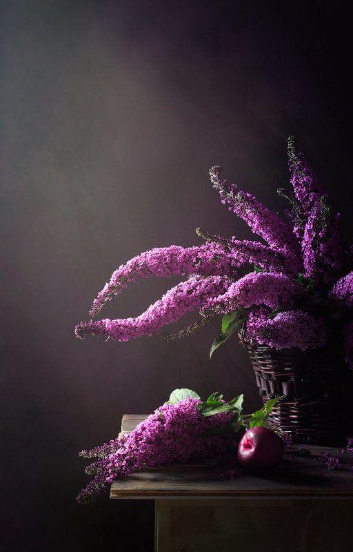 натюрморт, корзинка, гроздья цветов, плод Полкорзинки цветовphoto preview