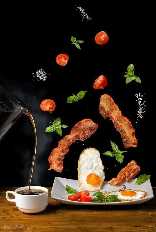 яичница,еда,бекон,помидоры,базилик Левитирующий завтракphoto preview