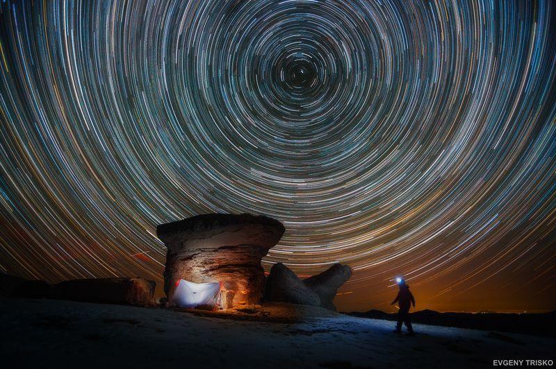 звёзды, пейзаж, ночной пейзаж, треки, звёздные треки, Эльбрус, Кавказ,  Звёздные треки над каменными «грибами» Эльбруса. 3100 м.photo preview