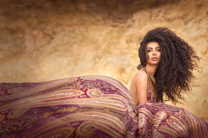 лето,девушка,ветер,пески,пустыня,афро кудри, брюнетка,страсть гуляя ветром по пустыне ..photo preview