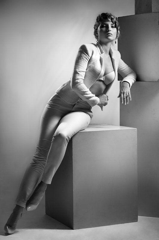 портрет, гламур, графика, фотостудия, чёрно-белая, девушка, взгляд, постановочная, романтическая, beauty, fashion, style, art, glamor, davydov, romantic ... С элементами кубизма...photo preview