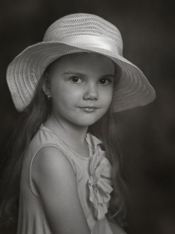 дети портрет девочка шляпа Мирославаphoto preview