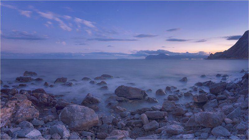 крым, панорама, закат, длинная выдержка, море, чёрное море, берег, камни, пляж, коктебель, кара-даг, вечер, морской пейзаж, небо, облака, горы, крымские горы ...photo preview