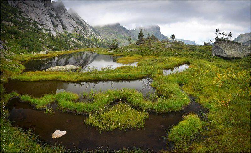 Озеро в Саянских горахphoto preview