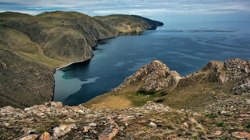 Крутые берега и синяя водаphoto preview