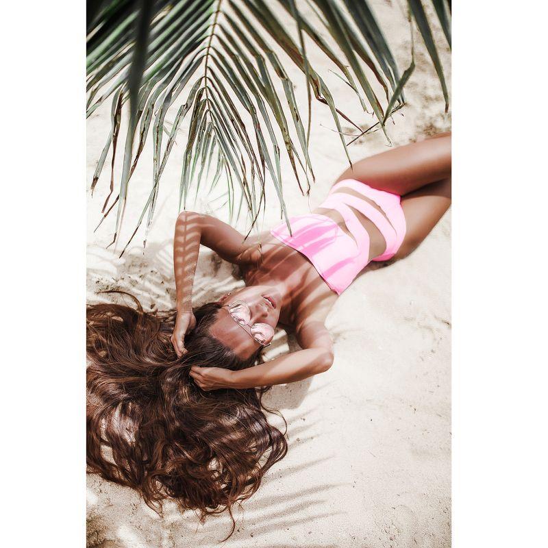 вьетнам девушка песок пляж море жара солнце красота бикини купальник голая пальма отпуск на пескеphoto preview