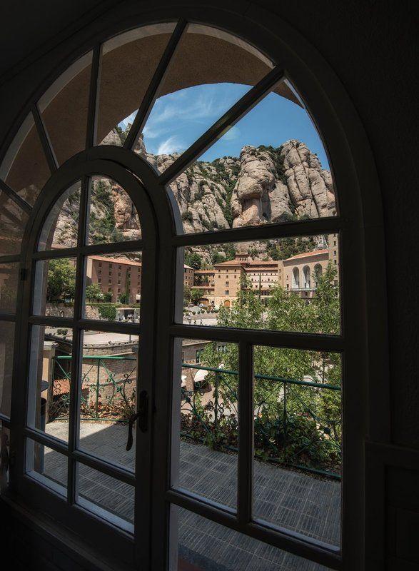 монтсеррат, каталония вид из окнаphoto preview
