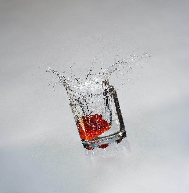 клубника, стакан, брызги ***photo preview