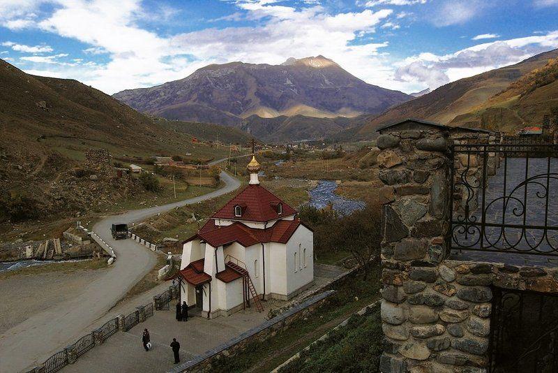 архитектура, храм, монастырь, церковь, северный кавказ, северная осетия, горы, осень, небо Аланский Успенский монастырь (Северная Осетия)photo preview