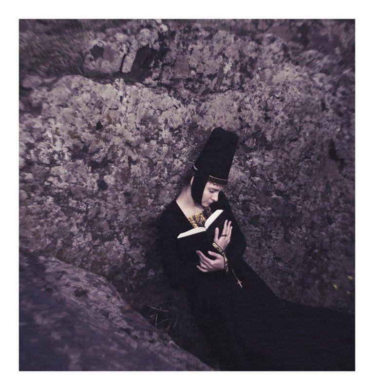 девушка, жанр, скалы ...photo preview