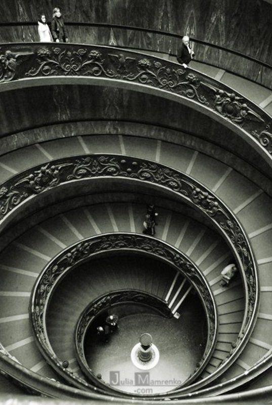 лестница,ватикан Going down do it gracefulphoto preview