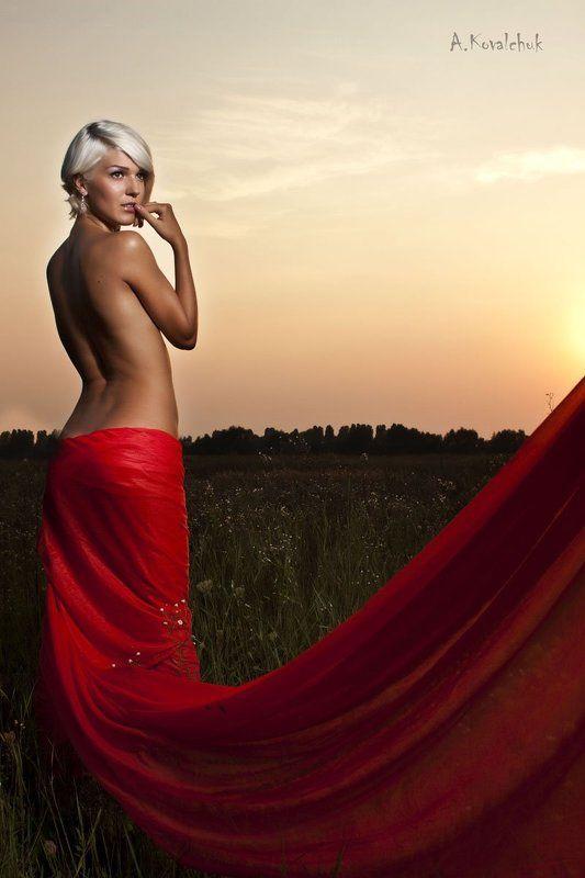 закат, волосы, портрет, глаза, природа, небо, эротика. тело, девушка, красный, ткань photo preview