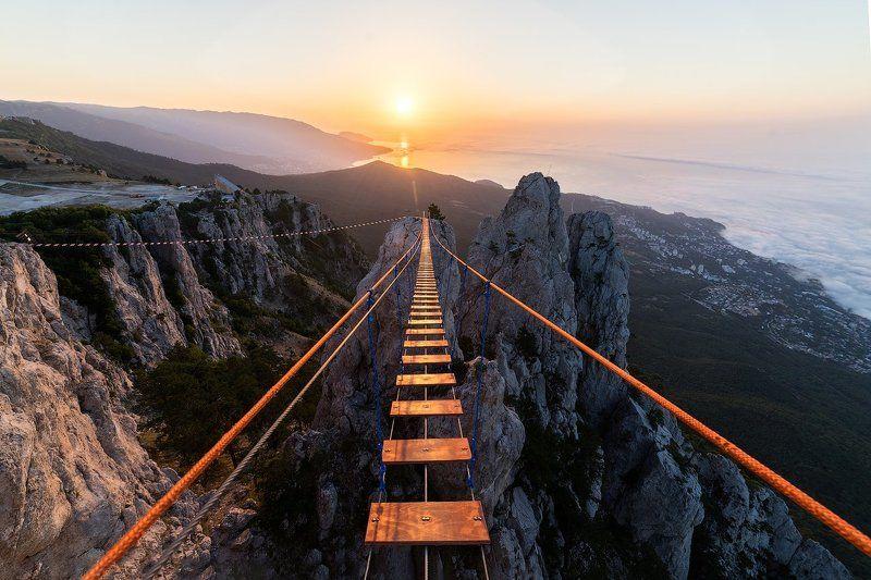 Крым, горы Рассвет на вершине Ай-Петри. Крым.photo preview