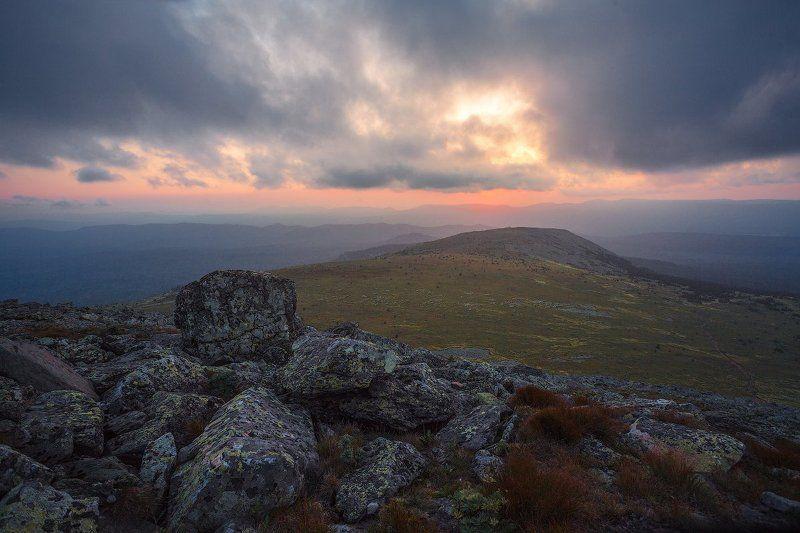 горы камни иремель урал закат солнце небо Волшебный Иремельphoto preview