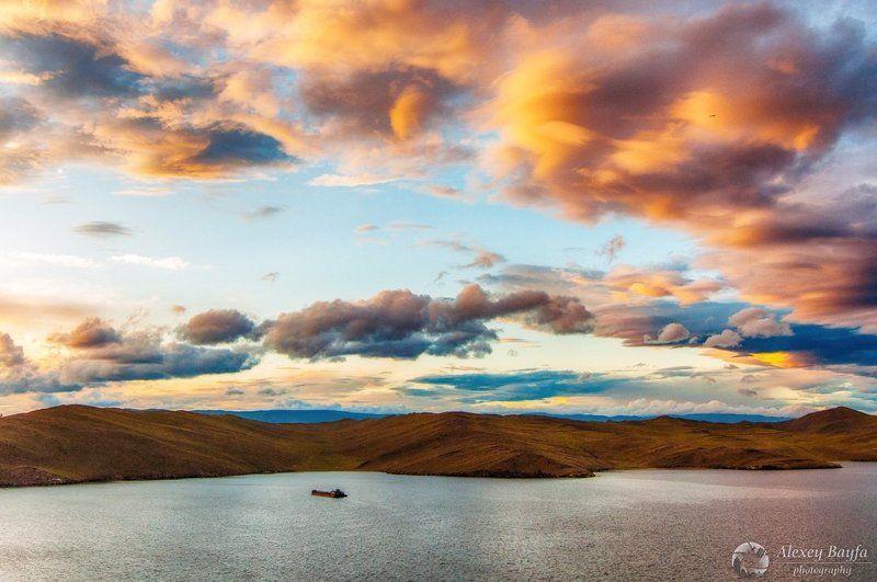 россия, байкал, ольхон, закат, вода, облака, пейзаж, корабль, горы Воздушные замки Ольхонаphoto preview