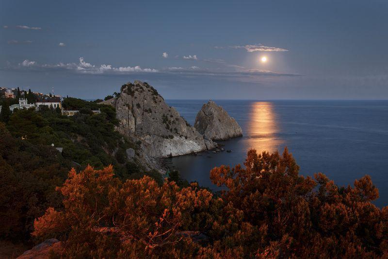 крым, море, луна, лунная дорожка, вечер, берег, скалы, небо, пейзаж, Вечерняя...photo preview