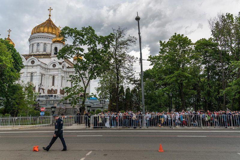 Москва, Moscow, храм Христа спасителя, очередь, милиция, храм Очередь за совестьюphoto preview