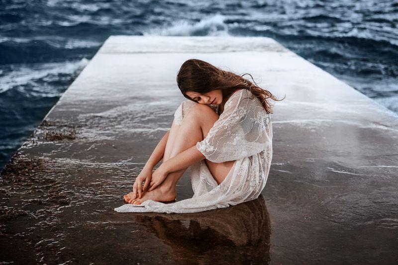 девушка, море, пирс, шторм, вода, волнорез Грустьphoto preview