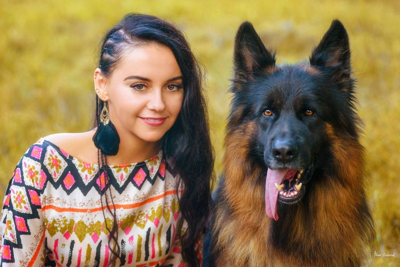 девушка, прическа, собака, овчарка, животное, улыбка, платье, закат Анна и Беркутphoto preview