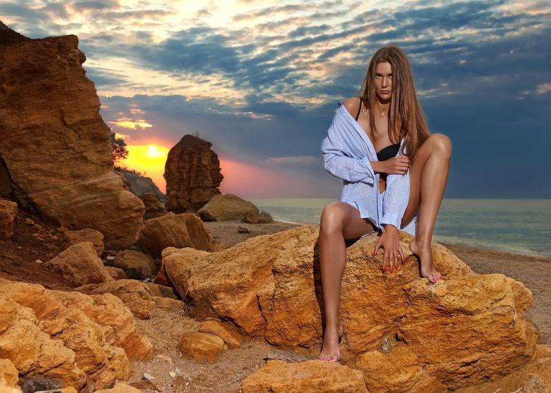 #photographerodessa, #butphoto, #sunrise, #odessa, #vitaliybut, #style, #legs, #beach, #sea, #hair Рассвет бунтаркиphoto preview