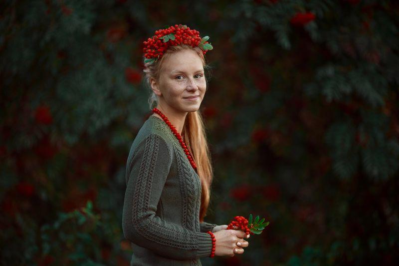 девушка, осень, рябина, портрет, красота, веснушки Рябиновое настроениеphoto preview