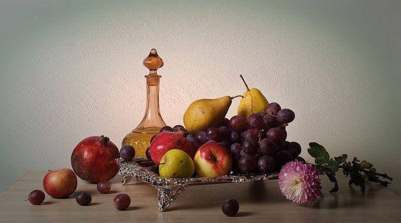 funtry, астра, виноград, гранат, графин, груша, композиция, натюрморт, ноябрь, осень, поднос, фрукты, цветы, яблоко Ноябрьphoto preview