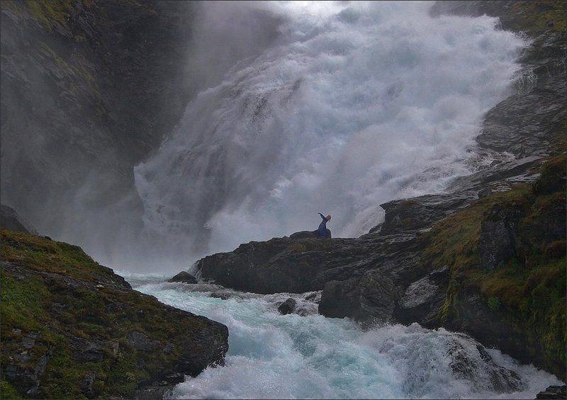 водопад, девушка-хюльдра укрощение водыphoto preview