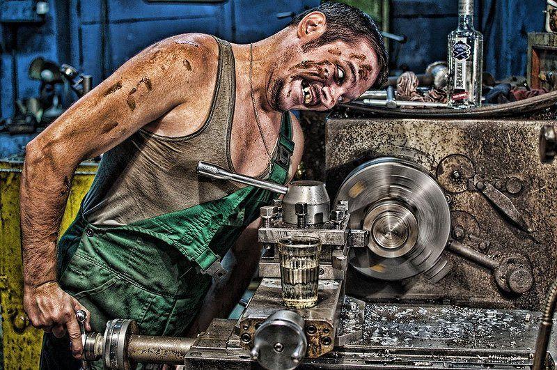 токарь, стакан, грязь, станок, злость Кто кого?!photo preview